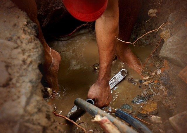 Comment trouver un plombier fiable?