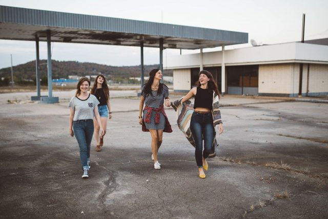 Adolescents en vacances : comment s'amuser en respectant les mesures sanitaires ?